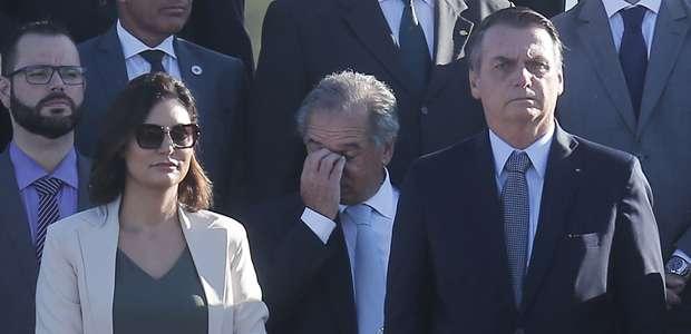 A crianças, Bolsonaro brinca que Guedes vai depender do INSS