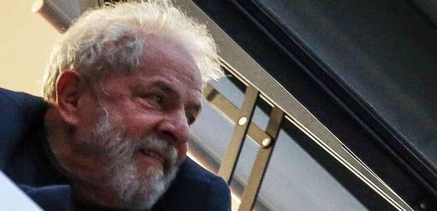 Preso desde abril, Lula vira réu por lavagem de R$ 1 milhão