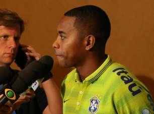 """Robinho promete trote """"produtivo"""" com novatos da Seleção"""