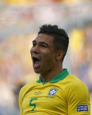 Brasil joga bonito, goleia Peru e se classifica em primeiro