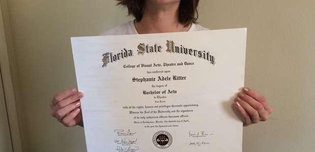Frustração de graduado: estudante vende diploma na internet