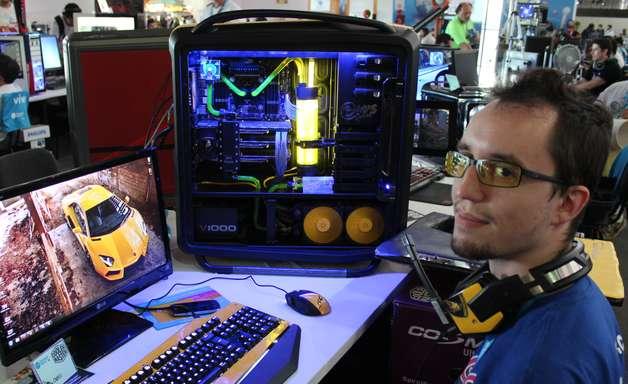 Campus Party: participantes trazem PCs em forma até de robô