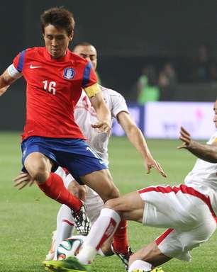 Coreia do Sul decepciona em amistoso e pode perder zagueiro