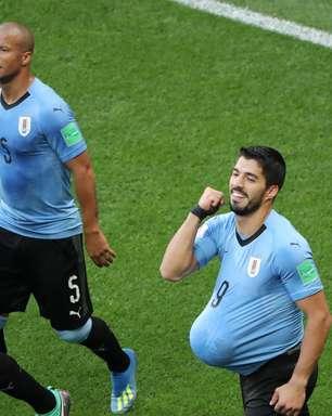 Uruguai vence Arábia em 100º jogo de Suárez e vai às oitavas