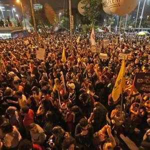 Movimentos pró-democracia retiram ato da avenida Paulista