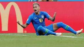 Neymar caiu 10 vezes em campo antes de fazer o gol