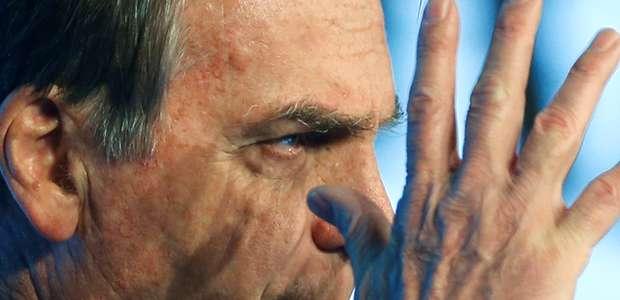 """Bolsonaro ataca a imprensa e diz que jornal """"vai fechar"""""""