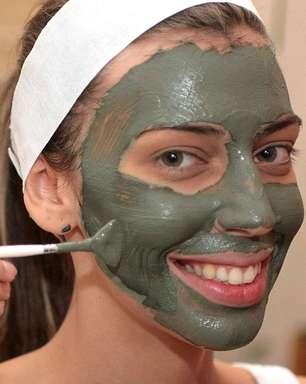 Máscara de argila verde reduz poros abertos em peles mistas