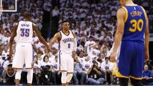 Thunder bate Warriors novamente e se aproxima das finais