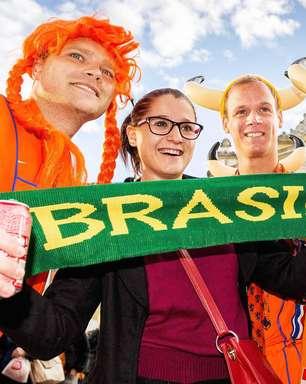 Torcidas de Holanda e Austrália saem às ruas antes de jogo