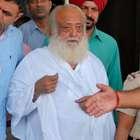Guru indiano pega prisão perpétua por estuprar adolescente