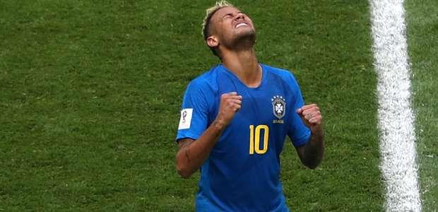 Brasil fura retranca no fim, vence 1ª e elimina Costa Rica