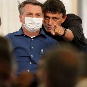 """Bolsonaro pede silêncio para mulher protestar: """"Tem direito"""""""