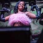 Após atraso e problemas em show, Azealia Banks pede desculpa