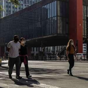 """São Paulo avança na reabertura e está """"entrando em um platô"""""""
