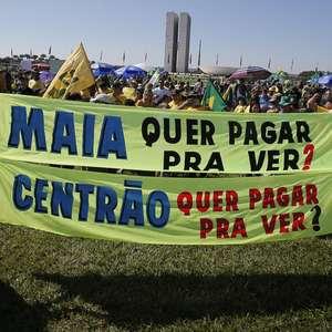 Apoiadores do governo Bolsonaro vão às ruas; veja fotos
