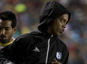 """Ronaldinho é """"punido"""" com reserva, mas Querétaro vai à final"""