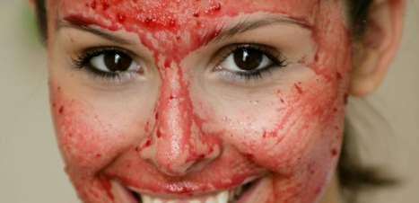 Rica em vitamina C, máscara de beterraba combate rugas