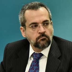 Senado aprova convocação do ministro Abraham Weintraub