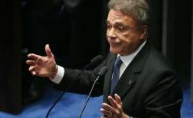 Álvaro Dias questiona no STF votação fatiada do processo