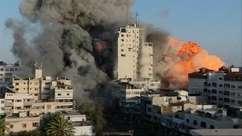 Prédio em Gaza é bombardeado durante transmissão ao vivo