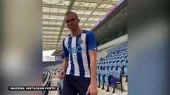 PORTO: Vestido pra dançar: Pepe mostra ser bom no passo ao apresentar nova camisa do clube