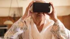 Idosos veem cidade natal graças à realidade virtual 73 anos após fugir de guerra