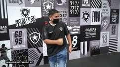 BOTAFOGO: Torcedor que viralizou nas redes sociais conhece elenco do clube