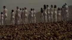 Obra com 200 pessoas nuas alerta contra desaparecimento do Mar Morto