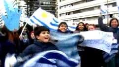 Seleção uruguaia é recebida com festa em Montevidéu
