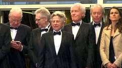 Sob chuva, Roman Polanski reaparece no tapete vermelho