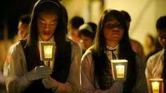 Papa proclama 802 santos e causa comoção na Igreja