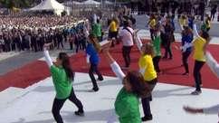 Fiéis apresentam o 'maior flash mob do mundo' para o Papa