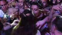 Fã tem reação 'surpreendente' ao receber beijo de Lana na boca