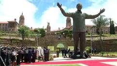 Inauguração de estátua de Mandela marca Dia da Reconciliação