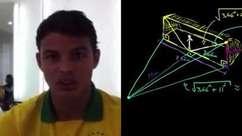 Prof. Khan dá aula sobre pênalti a zagueiro brasileiro