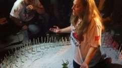 Mãe de vítima da Kiss comanda oração para lembrar 1 ano da tragédia