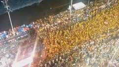 Veja multidão fazendo coreografia do Harmonia do Samba
