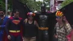 Super-heróis invadem bloco Sala da Justiça
