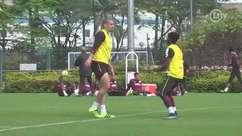 Quem vence? Maicon e Thiago Mendes fazem disputa de gols de cabeça