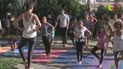 Projeto de ioga busca bem-estar de moradores de favelas no Rio