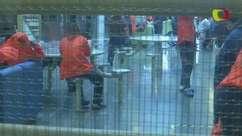 Macacões e portas trancadas: a vida em um centro de detenção de imigrantes ilegais nos EUA