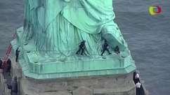 Mulher é presa por escalar a base da Estátua da Liberdade
