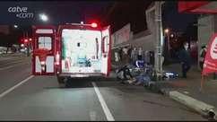 Jovem de 23 anos fica ferido em acidente entre carro e moto no Centro