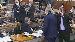 Senadores trocam ofensas na CPI e quase partem para briga