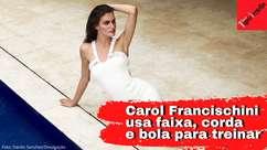 Carol Francischini se exercita com bola da filha, faixa ...