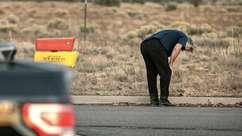 Alec Baldwin aparece arrasado após morte de colega