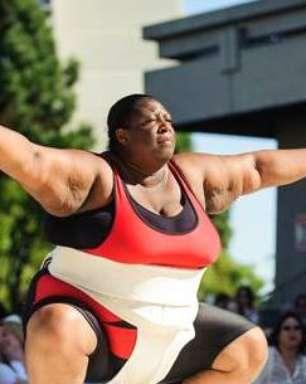 """""""Nunca quis ser magra"""", diz lutadora de sumô que pesa 171 kg"""