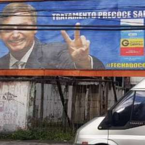 "Bolsonaro vira ""garoto-propaganda"" em outdoor de cloroquina"