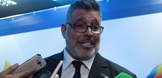 """Tucanos querem barrar Frota no PSDB: """"Pornografia política"""""""